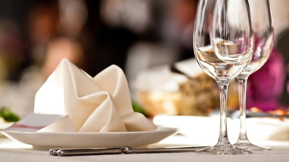 tavola-calici-ristorante